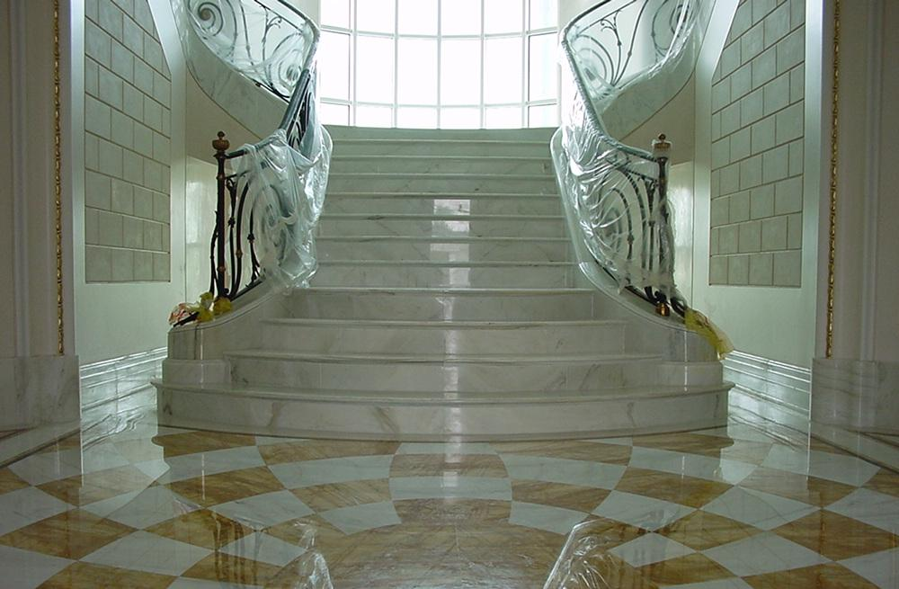 Lavorazione artistica del marmo pavimenti con disegni - Scale di marmo ...